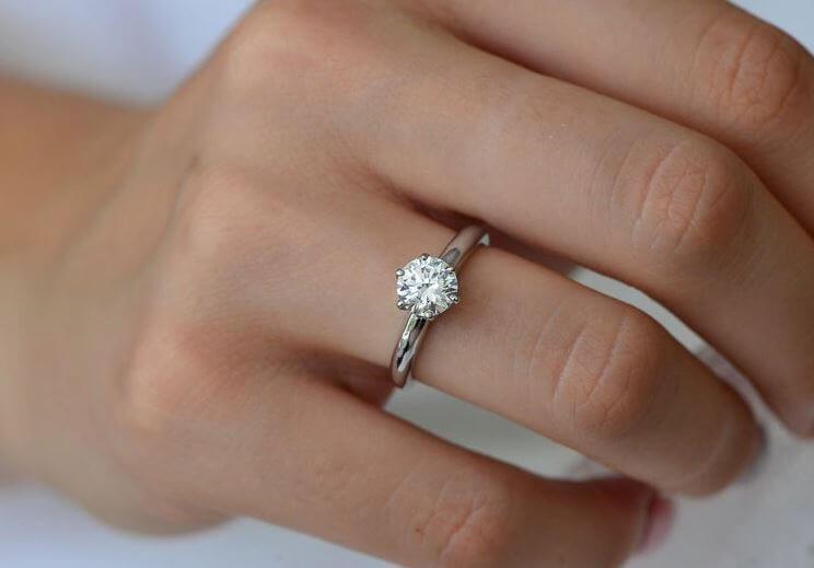 The Brilliance of a Round Diamond Cut
